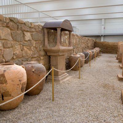 Imagen De La Bodega, Dolia Y Altar