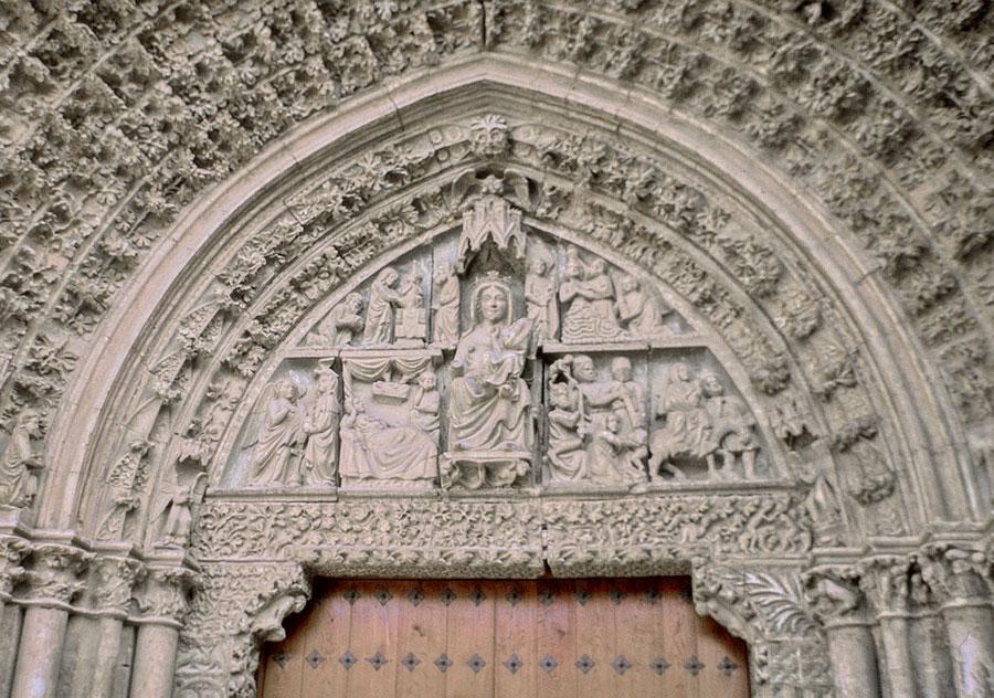 Santa María De Olite. Protección Y Restauración De La Portada
