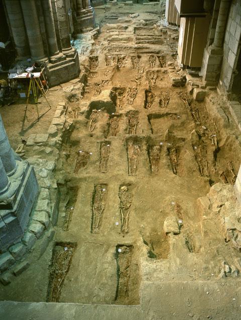 Vista De La Nave Norte Y Los Numerosos Enterramientos Aparecidos